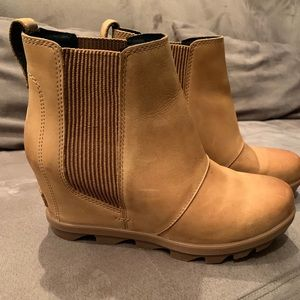 Sorel Wedge Boots (Size 8)